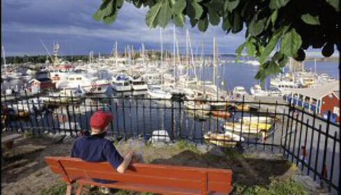 Stavern innbyr til båtliv og sommermoro. Foto: Vidar Askland /1-images.no