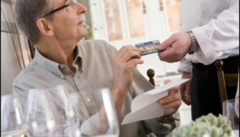 Gir du ukritisk fra deg kortet på restaurant? Illustrasjonsfoto: Colourbox.no Foto: colourbox.no