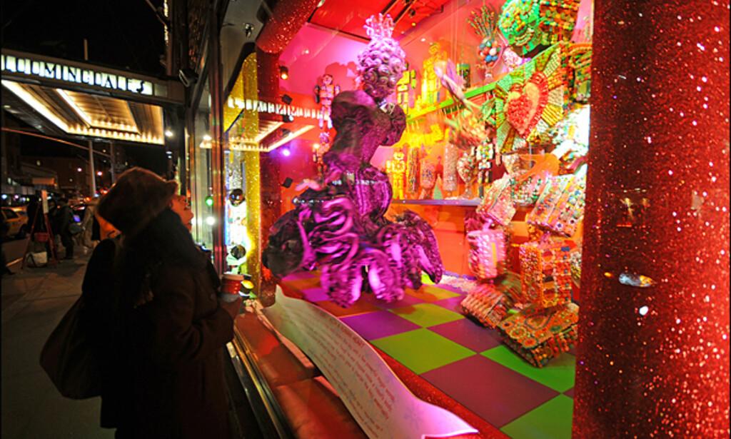 Julevinduene hos den store kjeden Bloomingdale's er alltid spennende og fargefylte. Shoppingen er også god hos kjeden som fører alt av merkevarer.
