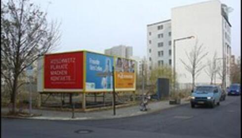 Hvem skulle vel tro at disse reklameposterne skjuler et hotellrom? Foto: etienneboulanger.com
