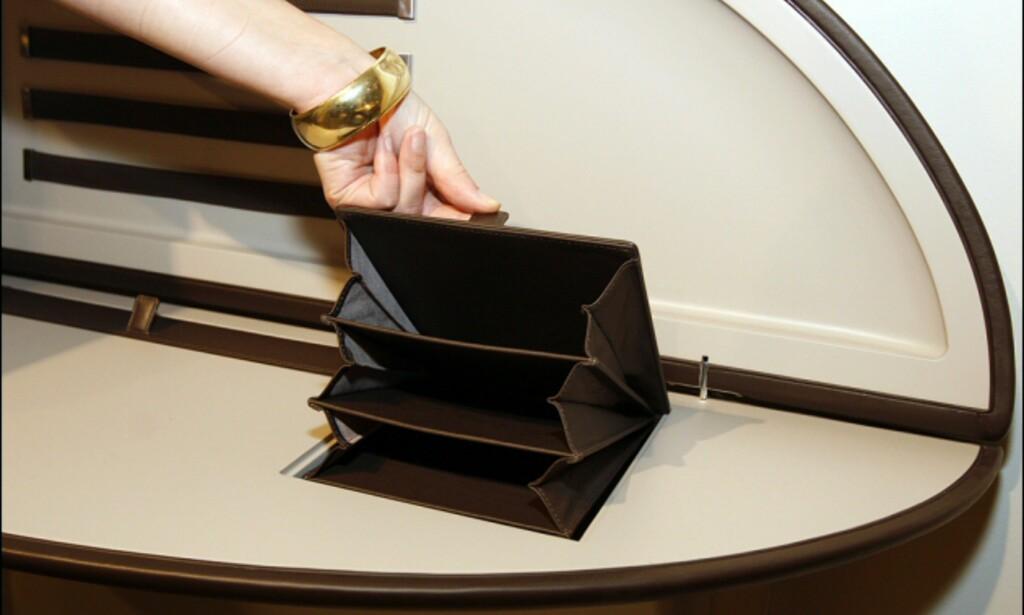 Detalj av Feluca - inne i selve bordet kan du stue bort små lapper, brev eller lignende.  Foto: Per Ervland