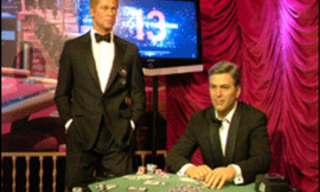 George Clooney og Brad Pitt i det spesielle, interaktive casinotablået i anledning Oceans 13, hos Madame Tussauds. Foto: Madame Tussauds