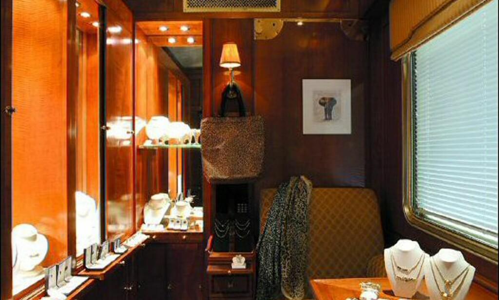 Smykkebutikk - for den som ikke har brukt opp alle sparepengene sine på billetten.