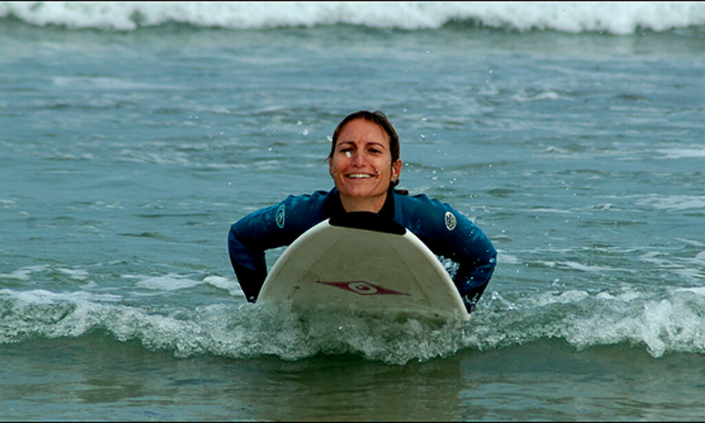 Bølgesurf gir store smil om munnen.