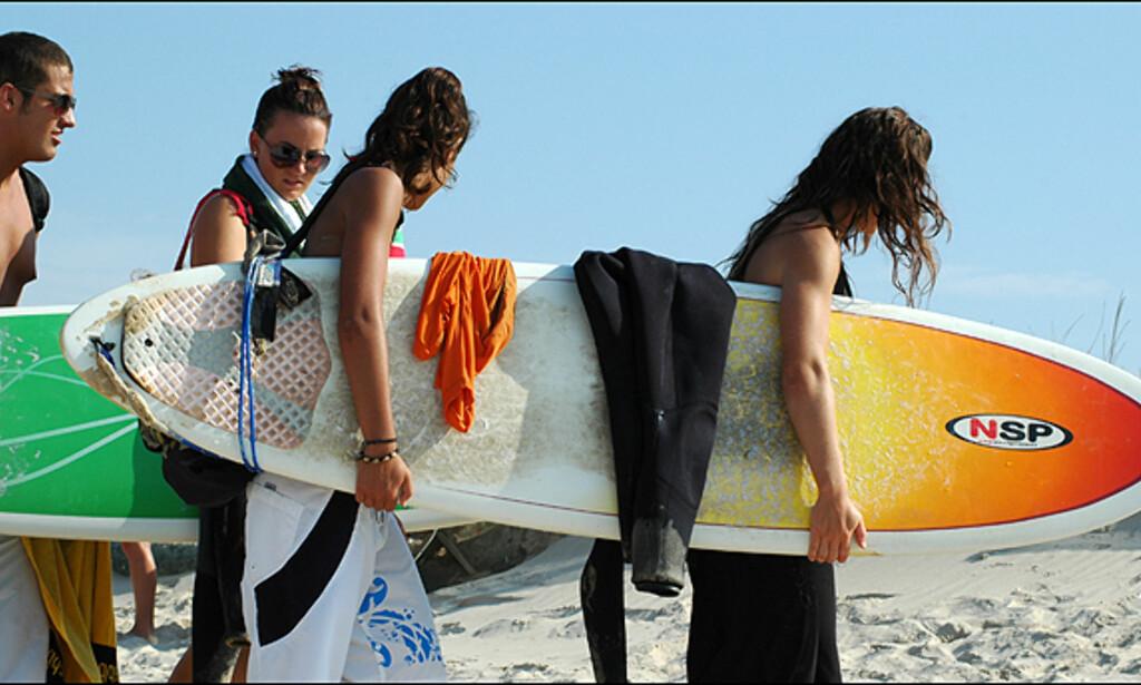 På vei til stranden i Peniche, En av Europas beste surfesteder. <i>Alle Foto: Hans Kristian Krogh-Hanssen</i>