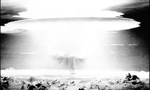 Castle Bravo ødela Bikini Atollet for evig og alltid. Her et bilde av den enorme soppskyen etter tilsvarende 15 milliarder tonn TNT går i luften...