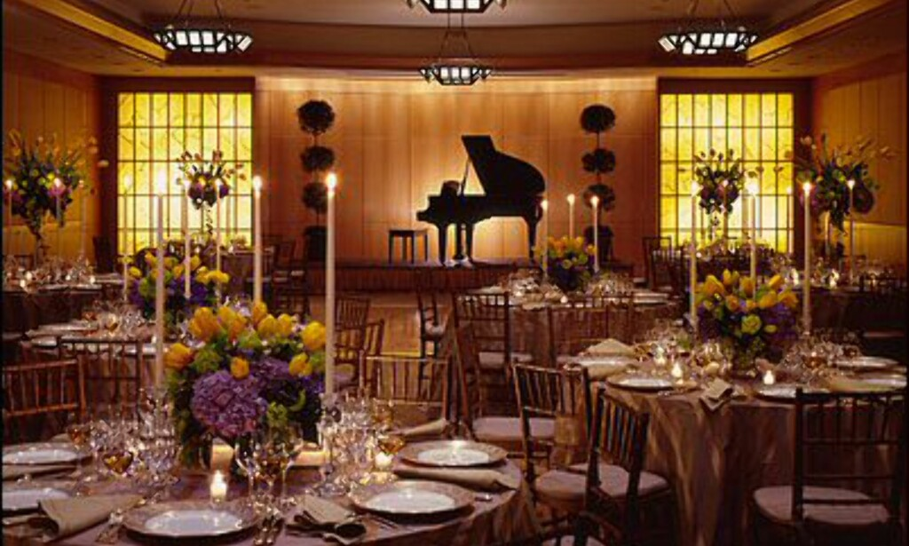 Vil du ha selskap, kan du spise i hotellets restaurant. Foto: Four Seasons New York