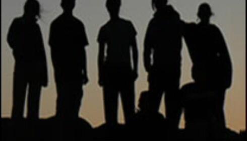 Jentene henges ut med bilder i dagboken, mens guttene skjuler sin identitet. <i>Faksimile fra www.ibizadiary.com</i>
