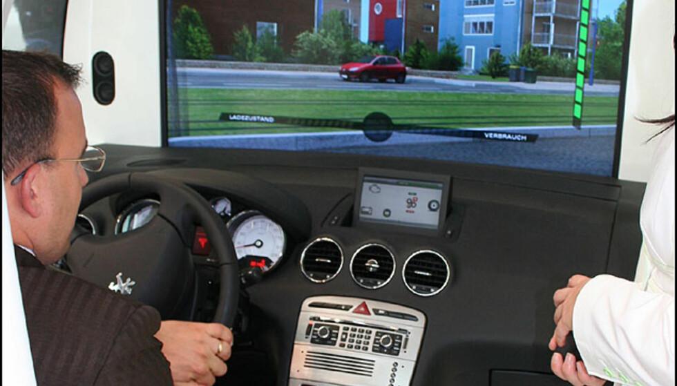 Meget realistisk kjøresimulator med førerplass fra Peugeot 308