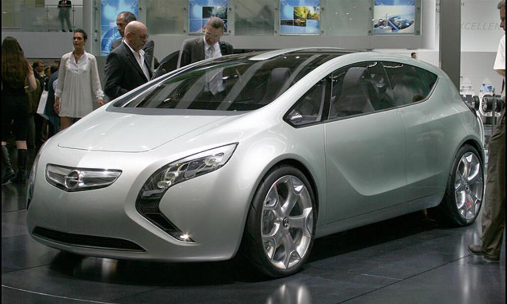 Opel Flextreme - fleksibelt hybridkonsept som Chevrolet Volt. 40 g/km CO2 og to medbragte Segways med mobil ladestasjon.