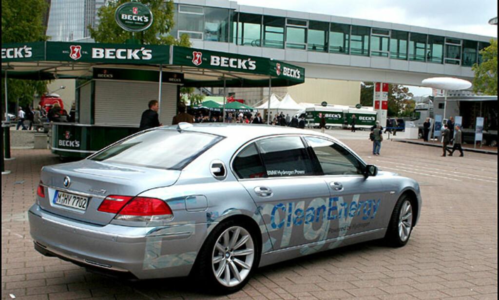 Hydrogendrevet BMW 7-serie på messeområdet