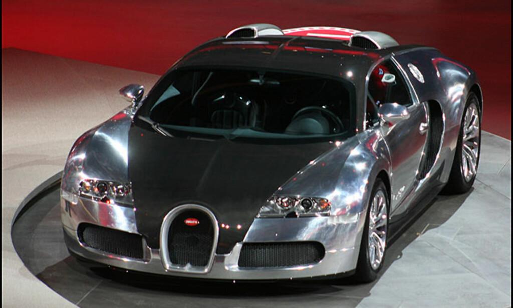 """Den sprekeste franskmannen: Bugatti Veyron Pur Sang (fransk for """"fullblods"""" - direkte oversatt """"rent blod""""). Lettere og dermed teoretisk raskere. Ble vist på VW-konsernets før-utstillings-aften den 10. september."""