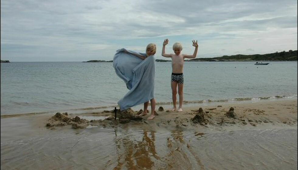 På Lomsesanden er det ideelle forhold for barn som ikke er svømmedyktige ennå. Foto: Tore Neset