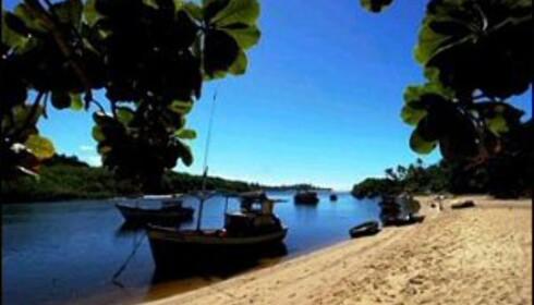 Caraíva ligger der elven munner ut i havet. Foto: caraiva.com.br