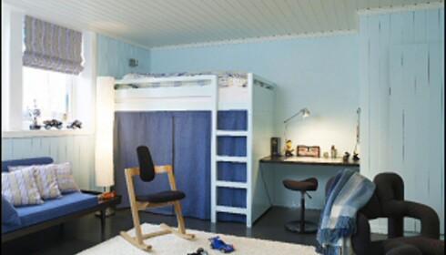 Bygger du sengen høyt, får du ekstra plass, til for eksempel oppbevaring. Illustrasjonsfoto: Espen Grønli for ifi.no