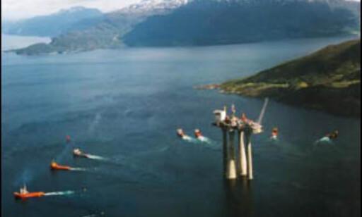 Trollplattformen på vei ut i Nordsjøen. Foto: Shell/Statoil
