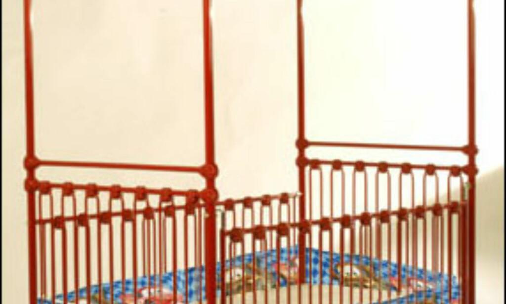 Den franske sengeprodusneten Corsican Furniture lager overdådig sengeutstyr også til disse som er små. Disse modellene koster cirka 20.000 kroner. Til sitt forsvar sier produsenten at sengene er så godt laget at de holder i generasjoner.  Foto: Corsican.com