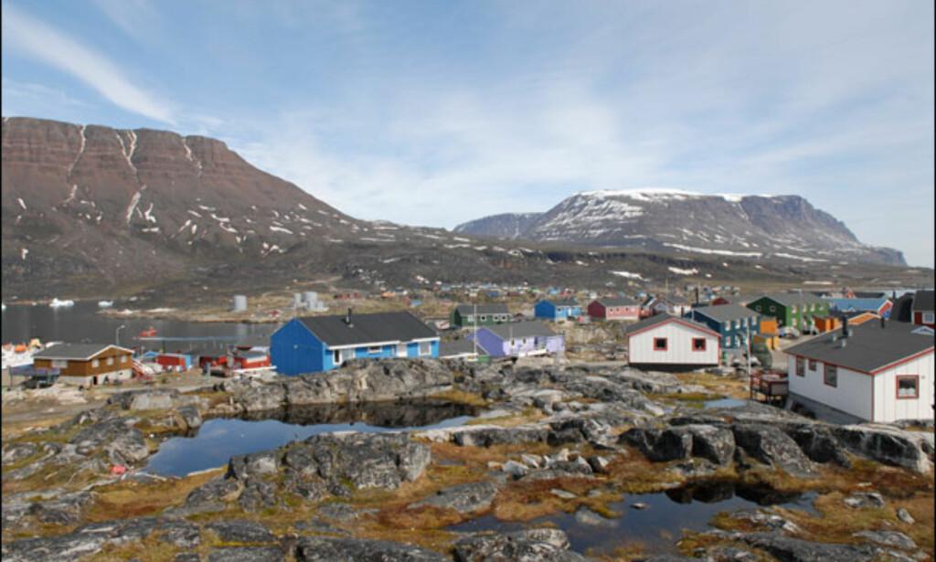 Qeqertasuaq ligger på den vulkanske Disko-øya, og er den eneste byen på øya. Foto: Lars Brubæk