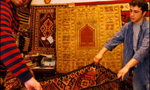 På basarene i den arabiske verden må du selvfølgelig trene på den tradisjonsrike basarmetoden. Foto: Hans Kristian Krogh-Hanssen Foto: Foto: Hans Kristian Krogh-Hanssen