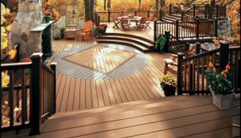 Terrassen kan også gjøres ambisiøs, som her. Denne terrassen er laget av et komposittmateriale som skal være vedlikeholdsfritt i 25 år. <i>Illustrasjonsfoto: Trex terrasse / Ifi.no</i>