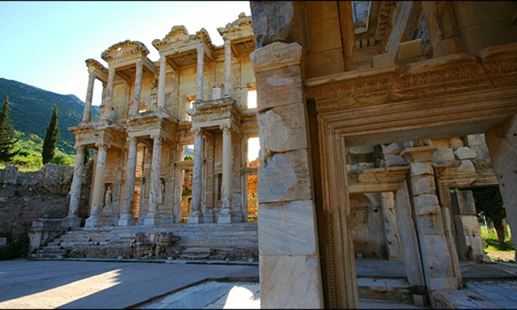 Celsus-bibliotek ligger rett ved det antikke horehuset og er ett av verdens best bevarte bygninger.
