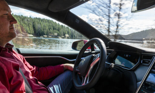 image: - Selvkjørende Tesla har gjort meg usikker på egen legning