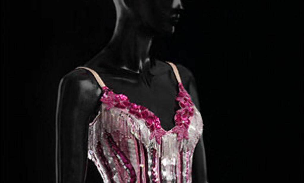 Kylies egen design i samarbeide med stylisten William Baker, fra Intimate and Live tour, 1998.