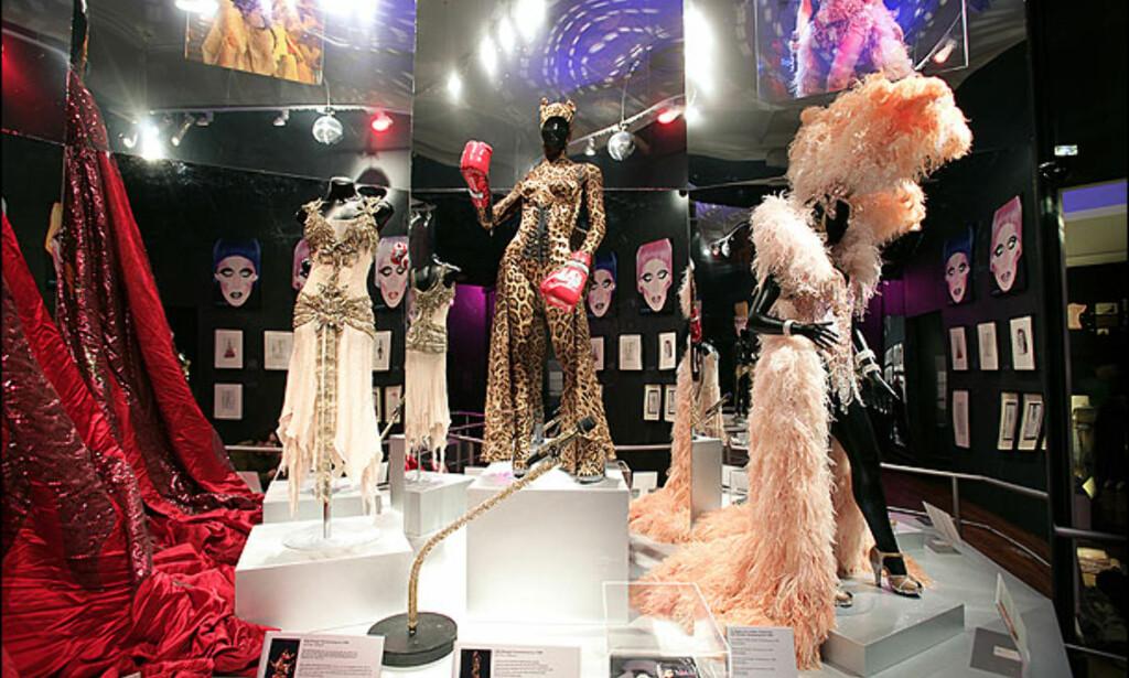 Noen av kostymene slik de presenteres på utstillingen.
