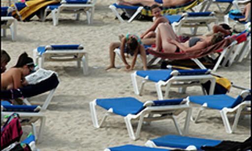Charter = hvite kropper på hvite strandstoler