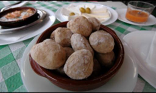 En ting du ikke må gå glipp av er papas arrugadas, rynkede salte poteter, med mojo (lokal chilisaus) på. Uansett øy...