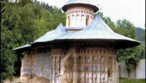 Et av de vakre klostrene i Molvania. Foto: Castel Tour