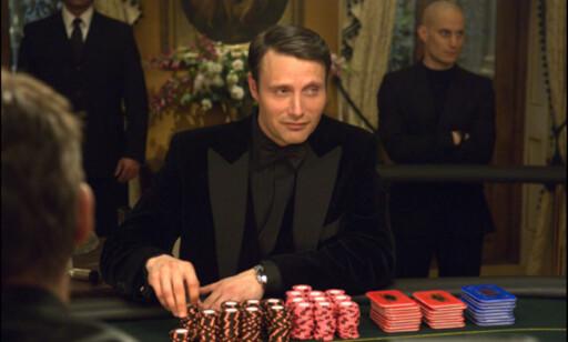 Dansken Mads Mikkelsen spiller skurken Le Chiffre.