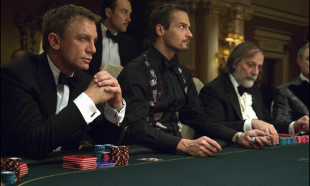 Daniel Craig (t.v.) som den nye James Bond