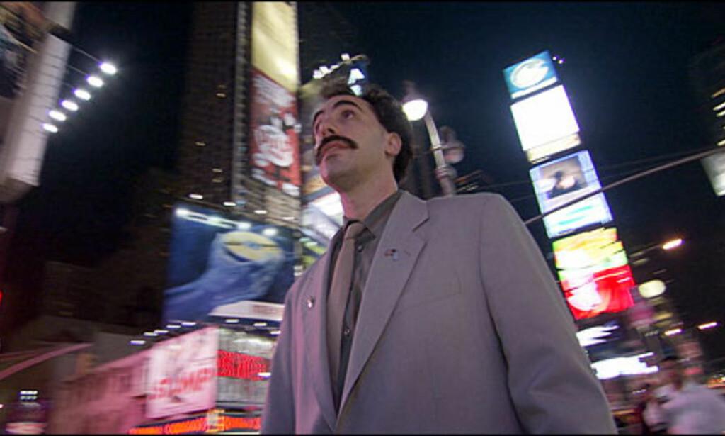 I New York bor Borat på Wellington Hotel. Her er han sjokkert over at han for 89 dollar natten ikke kan beholde møblene!  Foto: 20th Century Fox