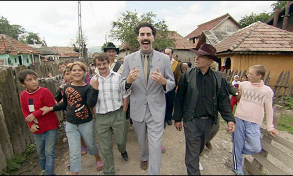Den kasakhstanske reporterhelten før han forlater landsbyen sin, visstnok filmet i Romania. Foto: 20th Century Fox