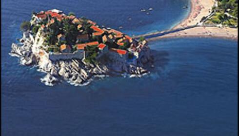 Sveti Stefan er en perle i Montenegro. Hit reiser du med Apollo. Foto: Apollo