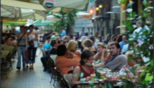 Restaurantgaten Liszt Ferenz byr på masse liv og god mat.