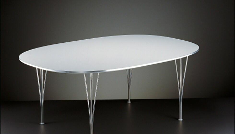 Superellipse-bordets plate har kanskje en av verdens mest gjenkjennelige former. Foto: Strüwing / Fritz Hansen Foto: Strüwing / Fritz Hansen