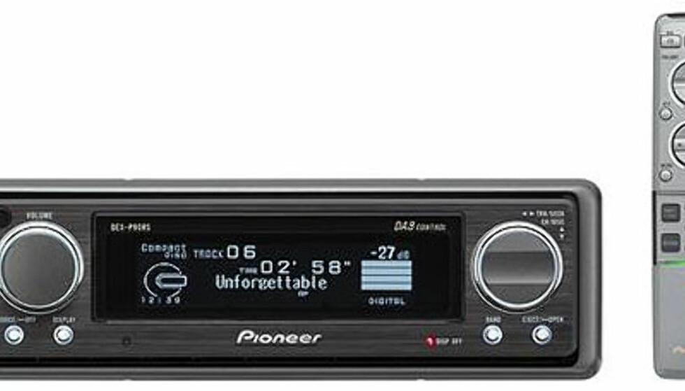 DEX-P90RS fra Pioneer har innebygd DAB-tuner, som gjør det mulig å lytte til radio i CD-kvalitet. I displayet får du informasjon om musikken som spilles, blant annet. Ved hjelp av en ekstern adapter skal du kunne koble til iPoden din. Pris: 14.000 kroner