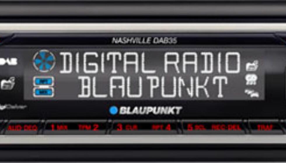 Nashville DAB35 heter denne DAB-radioen fra Blaupunkt. Foruten DAB og CD-spiller med MP3-støtte, har den integrert kortleser for MMC og SD-kort. Savnet du opptaksmuligheter i bilen sa du? Her kan du lagre favorittprogrammene dine på minnekort.