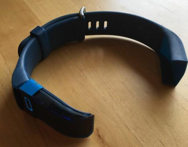 DELT I TO: Anne-Kirsti Friele Hauans Fitbit ble slik etter kun noen måneders bruk. Foto: ANNE-KIRSTI FRIELE HAUAN
