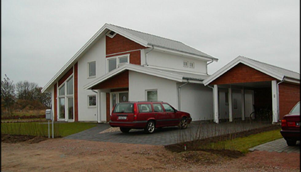 <strong>Fra VästkustVillan:</strong> Hus med kombinert mur/tre-effekt.