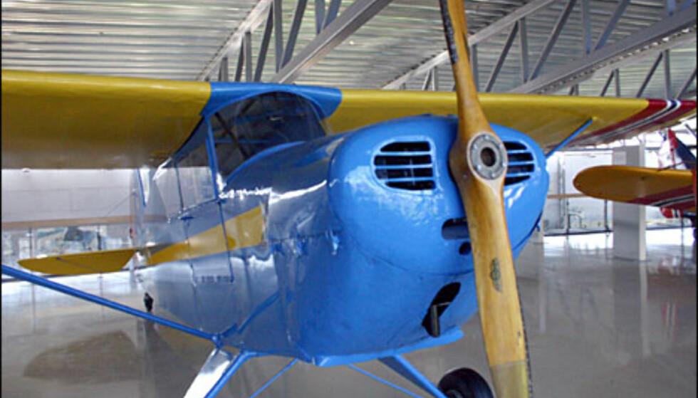 """Interstate S.1A Cadet. To flyvemaskiner av denne typen ble gitt til bakkepersonalet på """"Little Norway"""", for at de skulle få muligheten til å lære seg å fly på fritiden. Sonja Henie donerte ett av dem. Dette flyet ble funnet på en gammel låve."""
