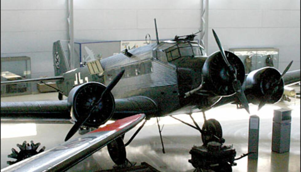 Junkers Ju 52/3m. Transportfly brukt av tyskere under krigen. Et stort antall av disse landet i Narvik i 1940. Dette flyet sank, og ble berget i 1982. Det er restaurert blant annet med hjelp av tyske teknikere fra Lufthansa.