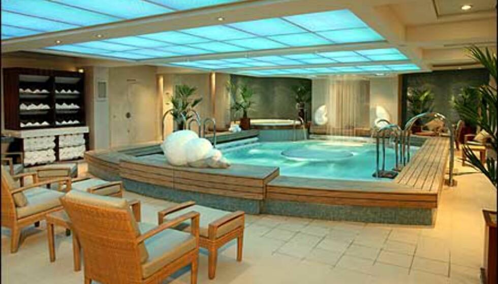Ta deg en pause i Therapy Pool. Med fossefall, konkylier og pent danderte håndklær.