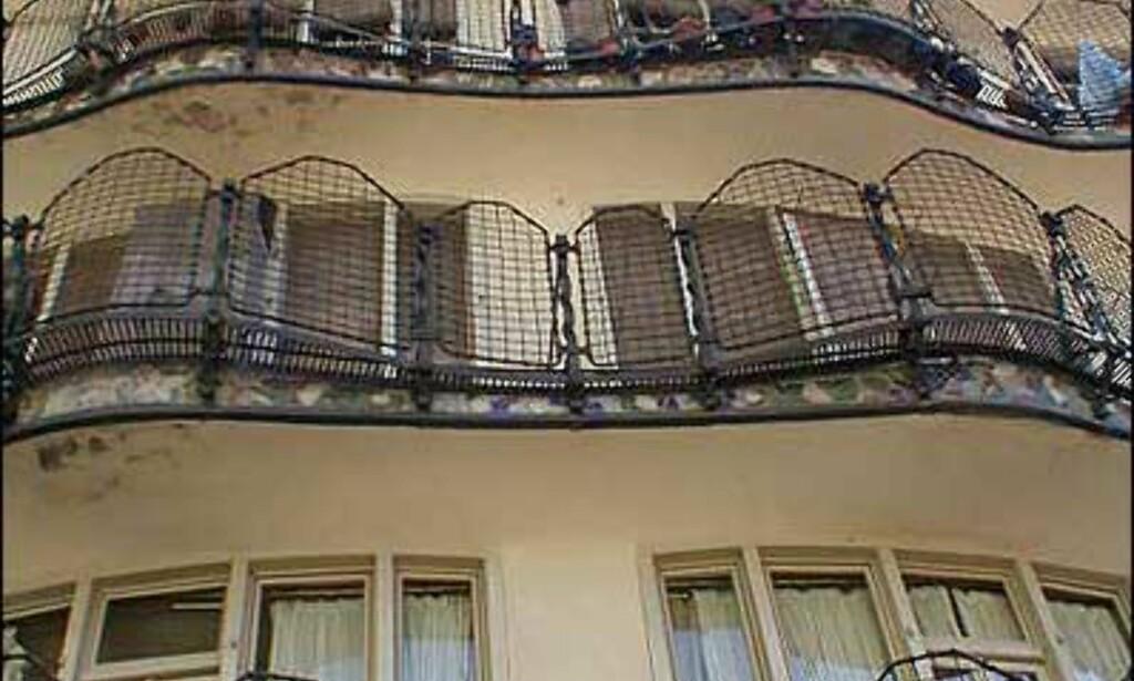 CASA BATLLÓ: I det spesielle Casa Batllós bakgård, tegnet av Antoni Gaudí. Foto: Inga Ragnhild Holst
