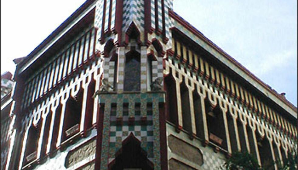 Et av Gaudís første arbeider, Casa Vicens, ble oppført mellom 1883 og 1888. Det arabiskinspirerte bygget i Carrer de les Carolines i Gràcia er ikke åpent for publikum.  Foto: Inga Holst Foto: Inga Holst