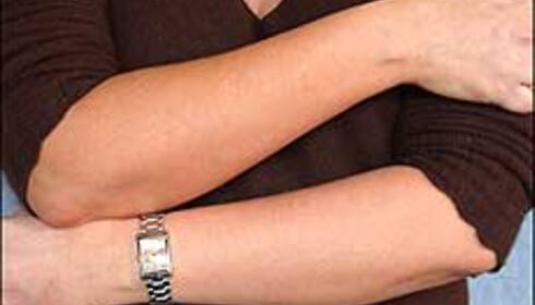 Til dels store forskjeller i fargeeffekt. Her er det Bodyshop som farger venstre hånd, og Coppertone som farger høyre.