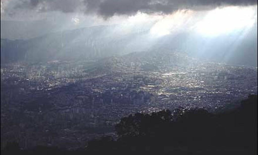 For mange turister vil hovedstaden Caracas være første møte med Venezuela. Dette er et monster av en by: Offisielt bor det over fem millioner mennesker i Caracas. I forhold til andre steder i landet har  ikke byen spesielt mye å by en turist, og etter ett par dager kan det være på tide å komme seg videre.  Foto: Stian Mong