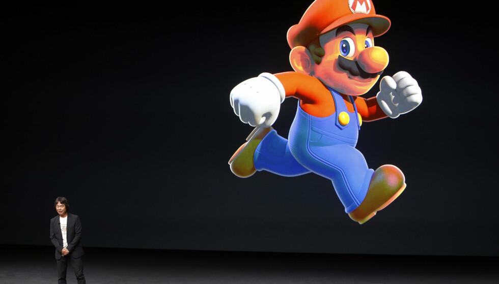 SUPER MARIO TIL IPHONE: Nintendo-sjef Shigeru Miyamoto overrasket alle med et helt nytt Super Mario-spill til iPhone, Super Mario Run. Det kommer til jul, og blir betalapp. Pris er foreløpig ikke kjent. Foto: REUTERS/Beck Diefenbach/NTB SCANPIX